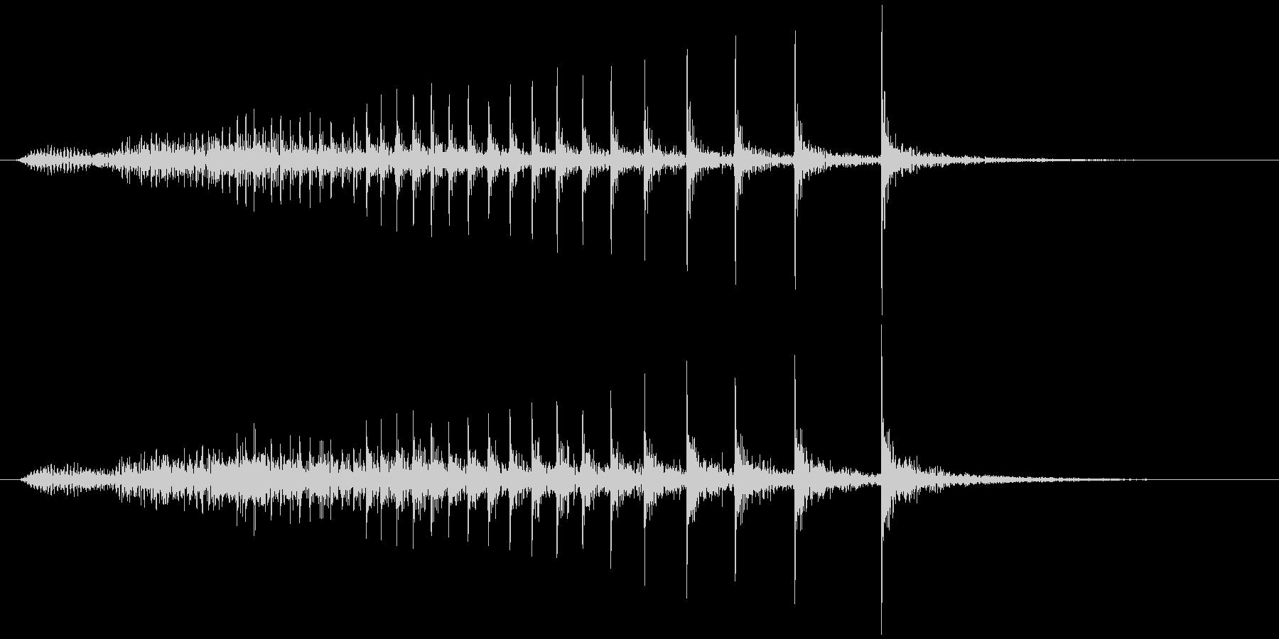 軋む(床など) キィキキッの未再生の波形