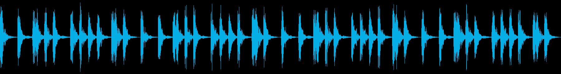 部屋の中から聞こえるドラムビートの再生済みの波形