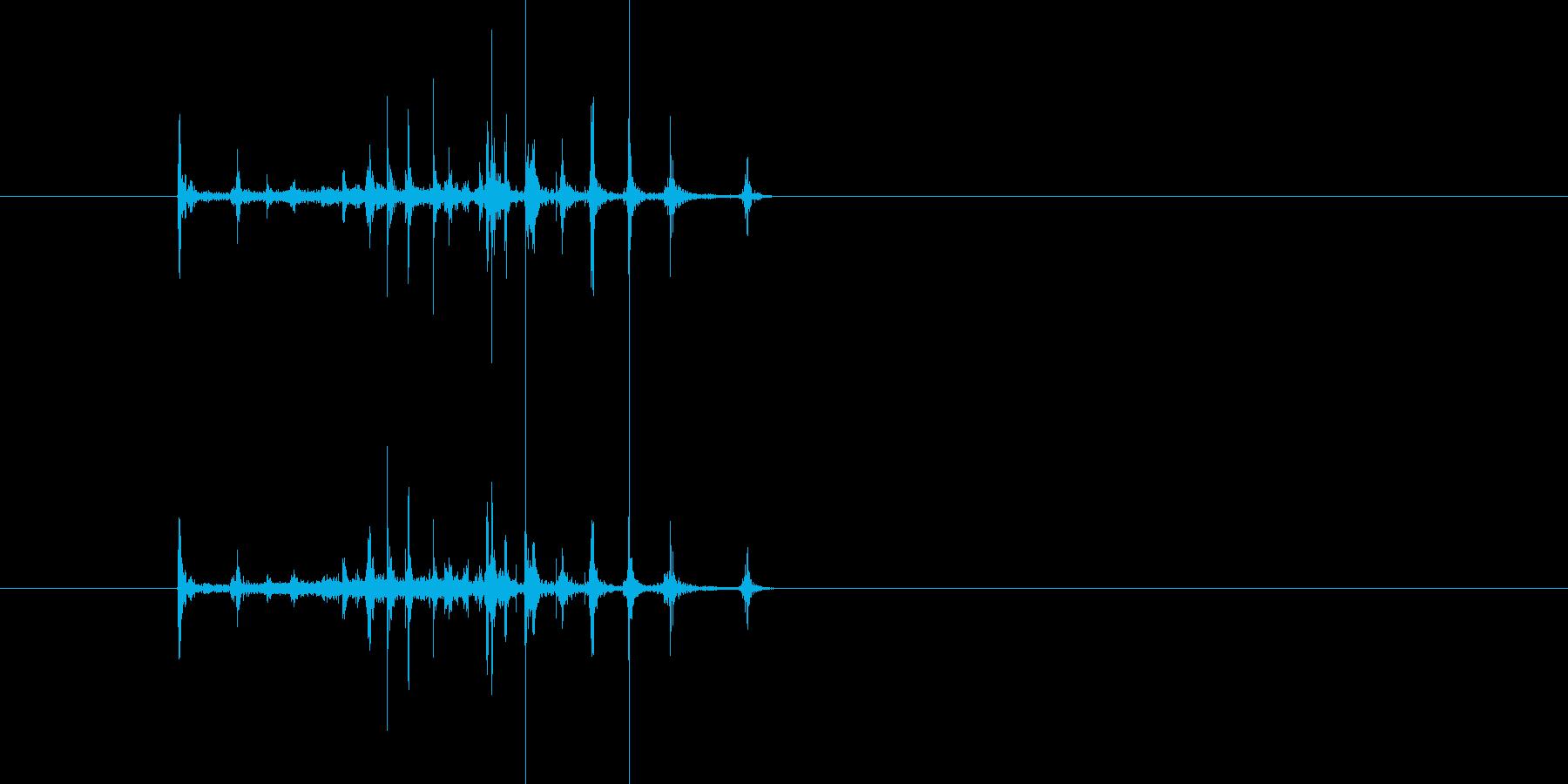 パラパラ漫画のように本を流す音の再生済みの波形