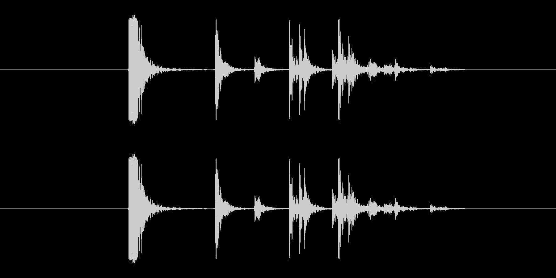 ガンッカタカタ(プラスチックを落とす音)の未再生の波形