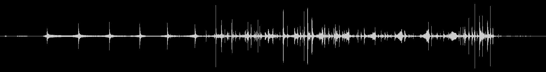 トクトク(ウィスキーをグラスに注ぐ音)の未再生の波形