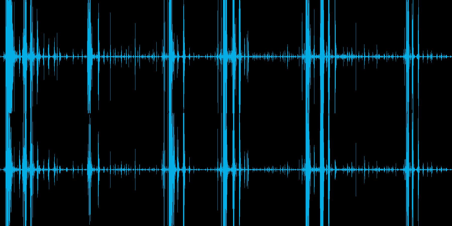 パリパリサクサク 春巻きを食べる音の再生済みの波形