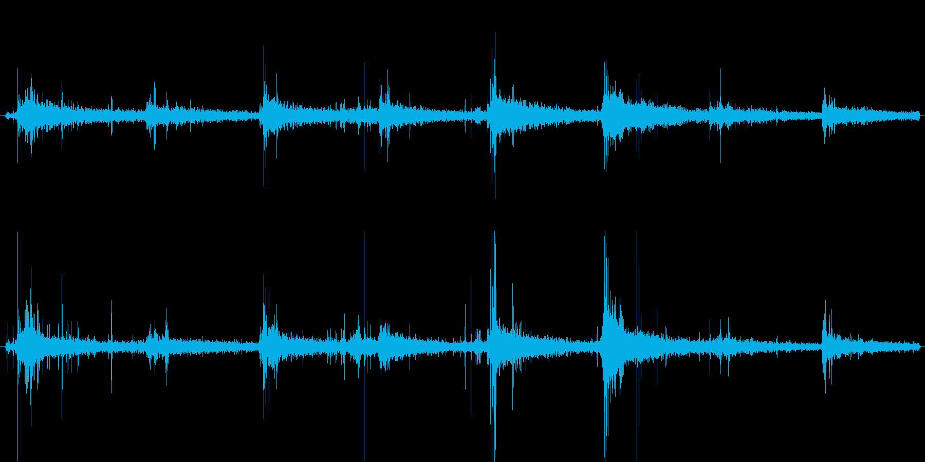 洞窟や坑内を歩く足音1の再生済みの波形