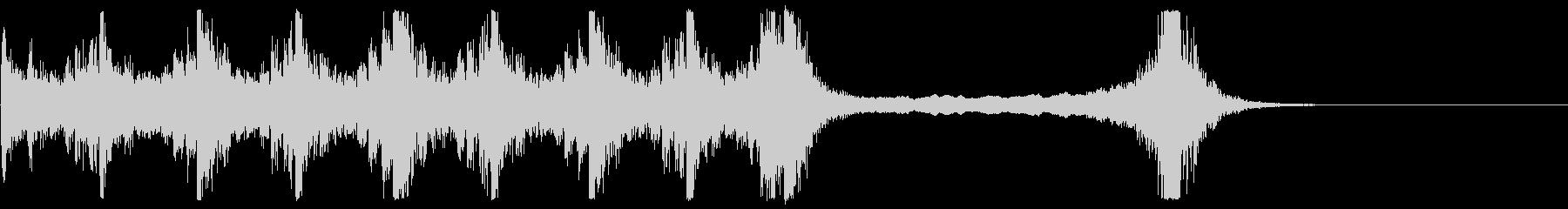 緊張感のあるオーケストラと電子音サウンドの未再生の波形