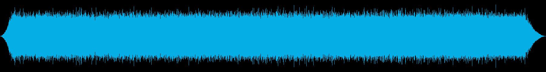 山の滝:遠い重い流れの再生済みの波形