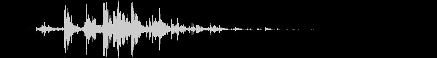 シャララン(鈴の短いロール音)の未再生の波形