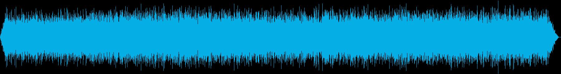 洞窟の洞窟と洞窟の水の重いストリームの再生済みの波形