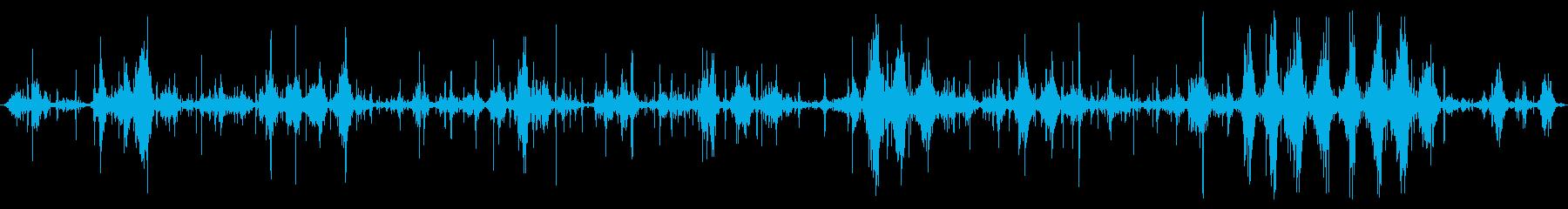 湖のドック:波が下または中に入ってくる波の再生済みの波形