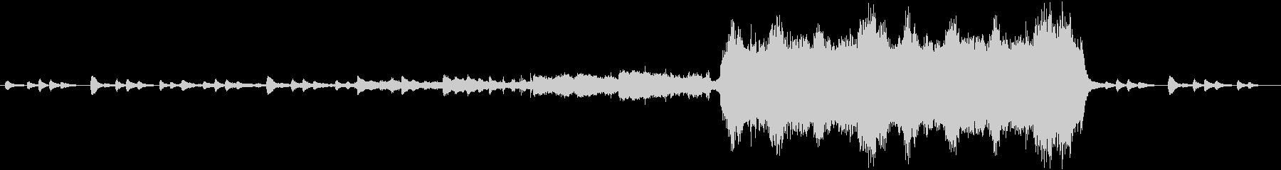 ピアノから盛り上がるオーソドックス曲の未再生の波形