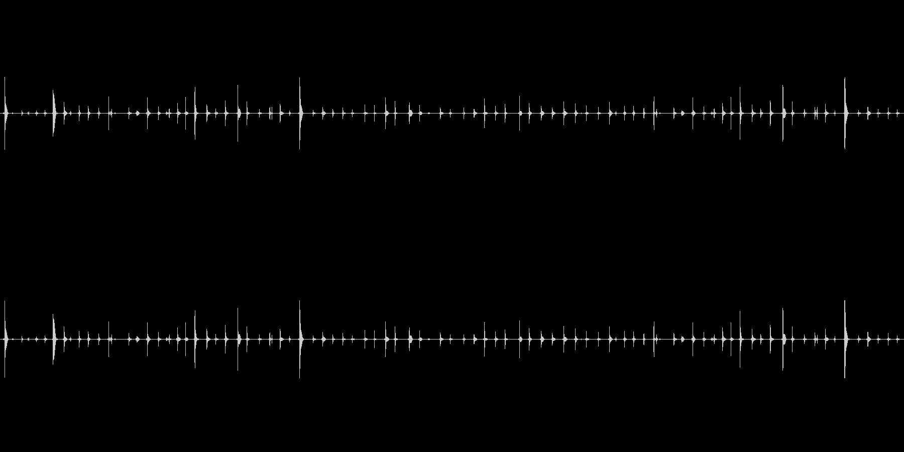 チャポンチャポン(水が滴る音)の未再生の波形
