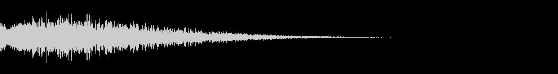 キューン:サイレンの様な音・場面転換の未再生の波形