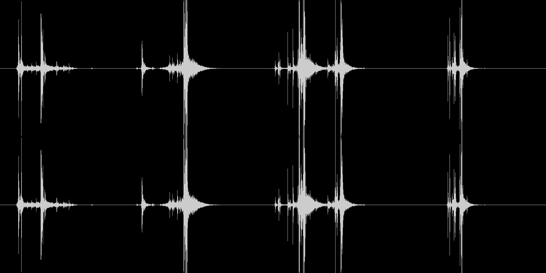 ハンドガンのマガジン交換後、構えるの未再生の波形