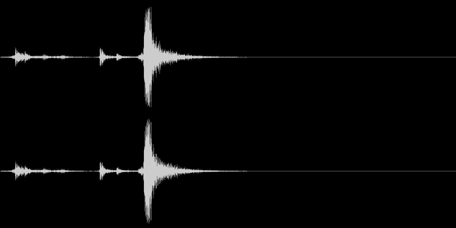 [生音]カシャッ、銃弾を装填する音04の未再生の波形