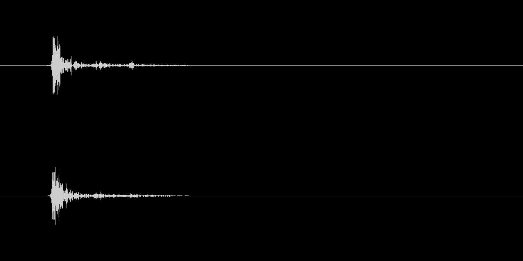 カッ(叩く音)短めの音の未再生の波形