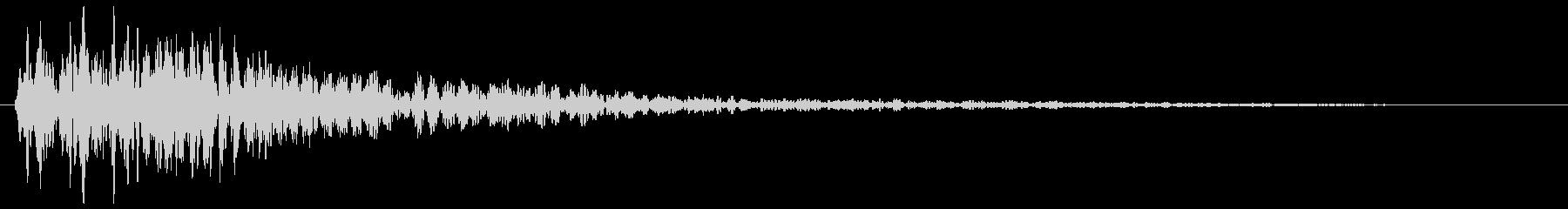 ボバァ〜ン(重みのある太鼓の様な効果音)の未再生の波形