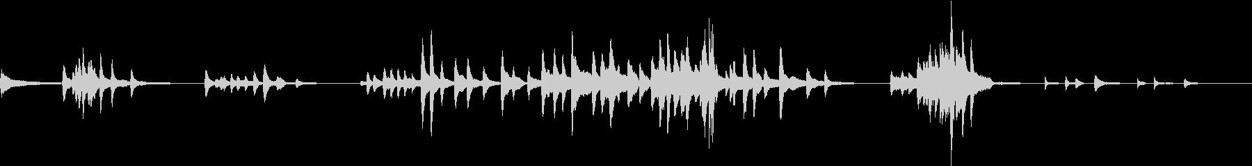 ミステリアスなピアノ曲の未再生の波形