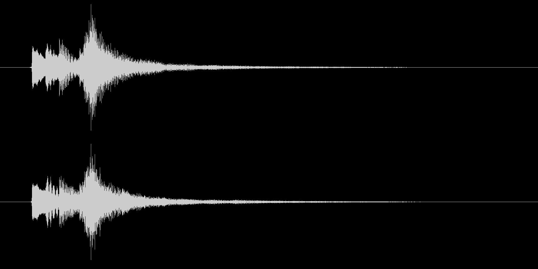 8秒のピアノの寂しげなサウンドロゴの未再生の波形