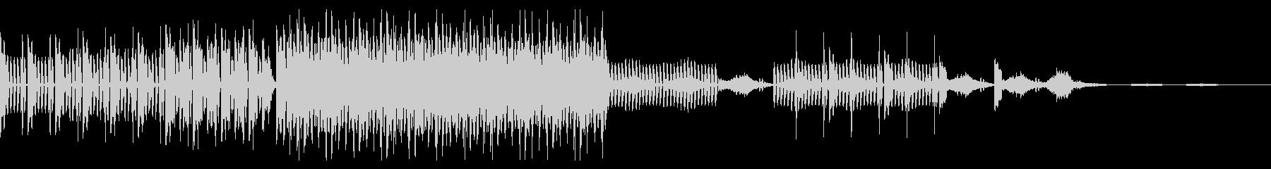 ダンサブルなビートとアルペジオシンセの未再生の波形