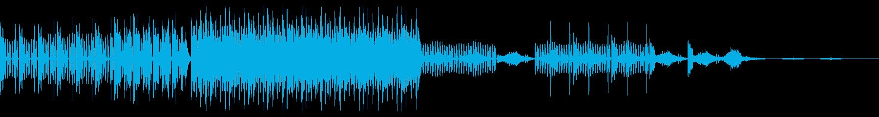 ダンサブルなビートとアルペジオシンセの再生済みの波形