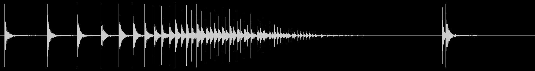 テンテン・・と段々速くなる和太鼓ロールの未再生の波形