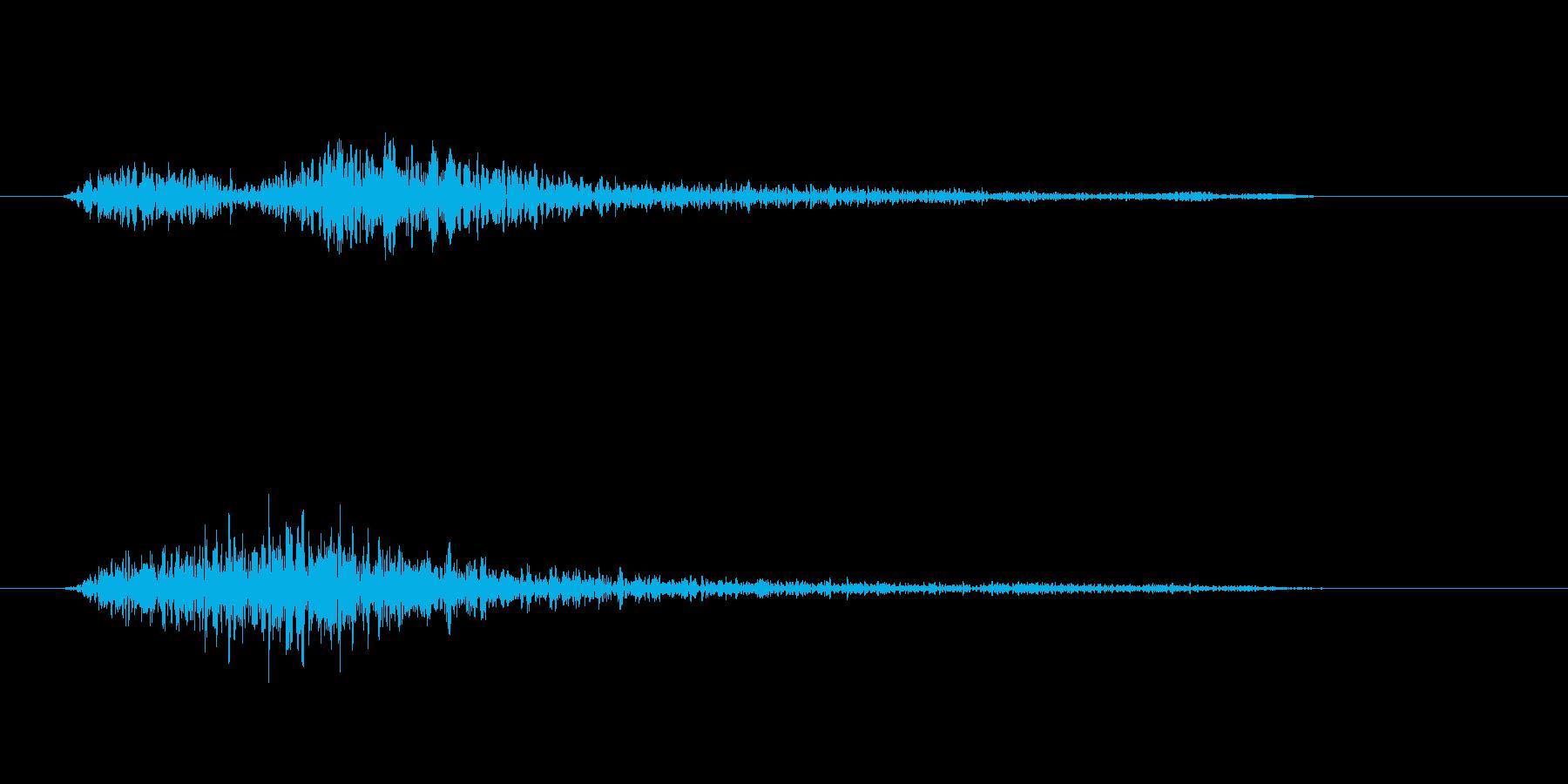 機械・金属などが軋むような音の再生済みの波形