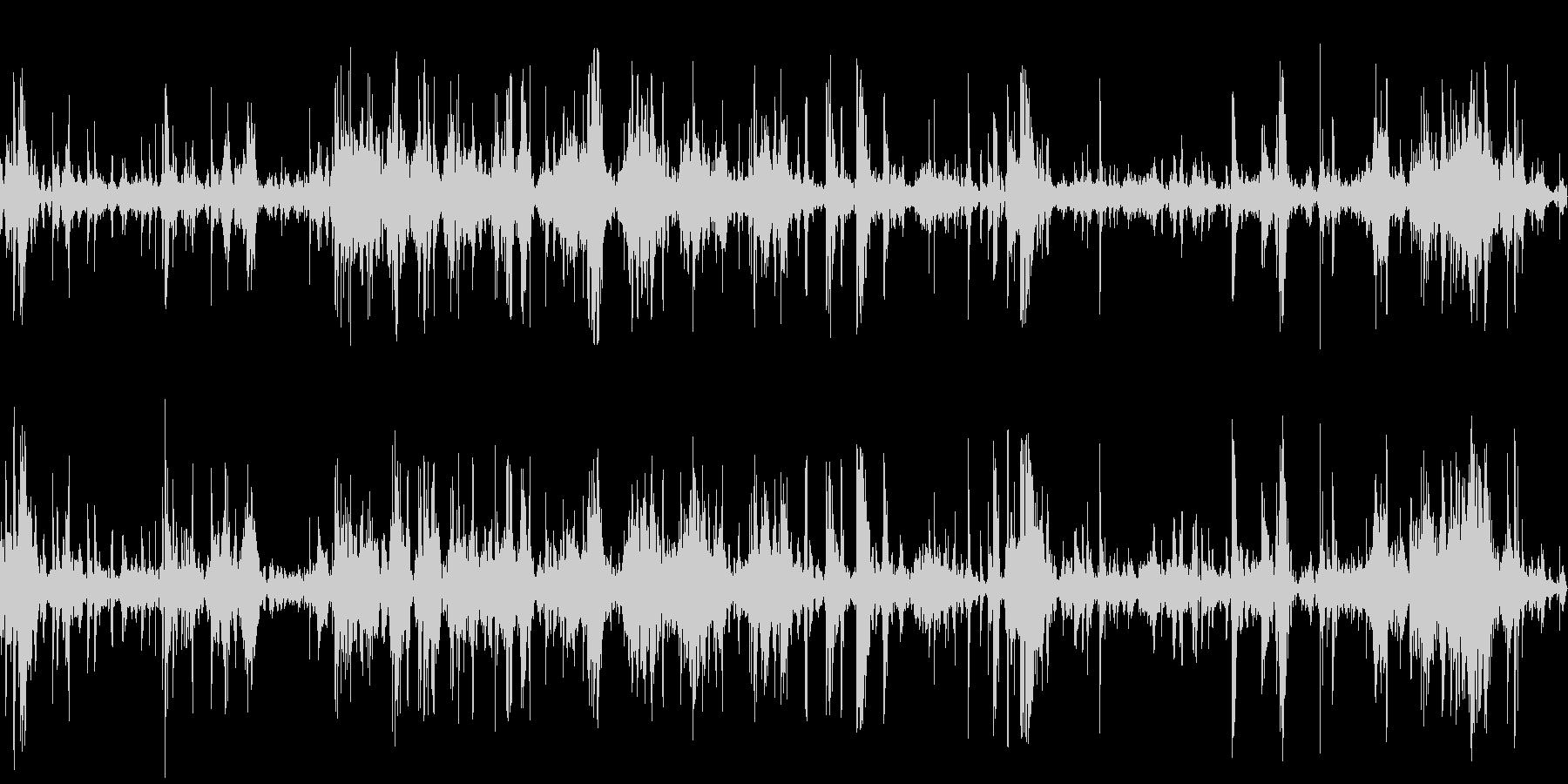 ガラクタの山をあさるの未再生の波形