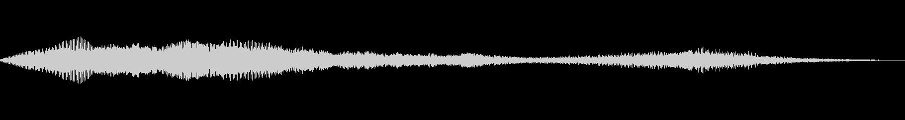 神秘的なアクセントを持つ未知の低音の未再生の波形