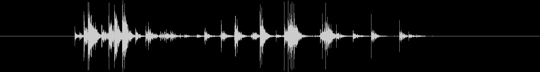 錠剤ケース(小)を振る音_03の未再生の波形