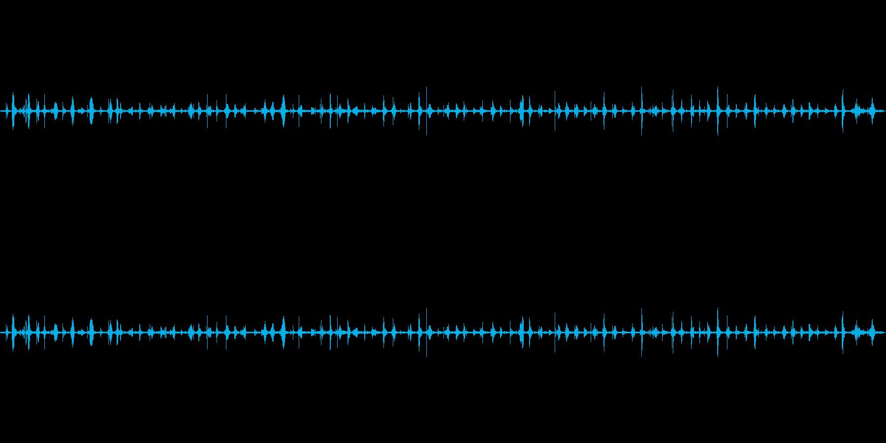 足音(歩く3)サンダル+コンクリートの再生済みの波形