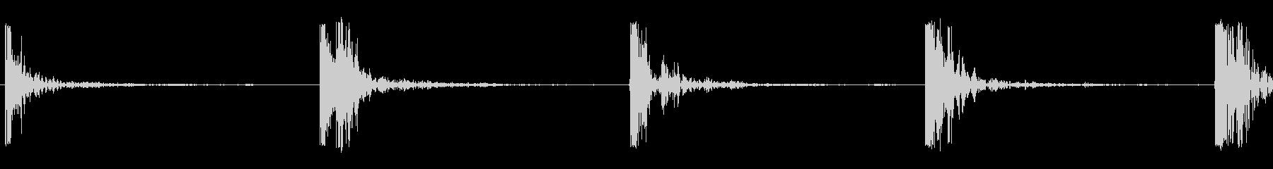 打つ釘の未再生の波形