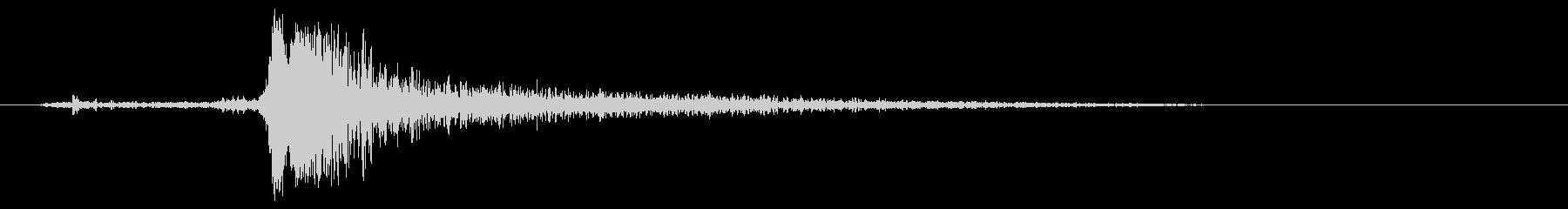 カチャッ(シャープな効果音)の未再生の波形