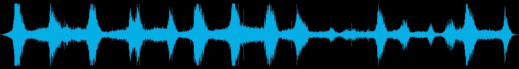 オーシャン:波が中程度の速度で、岩...の再生済みの波形
