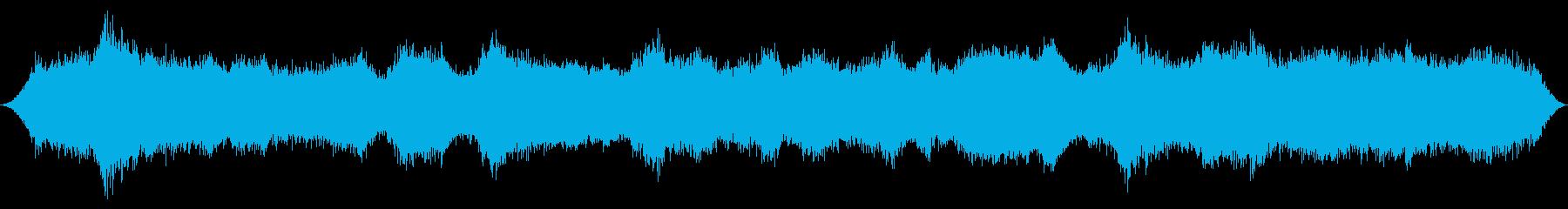 背の高い山の松を介して重い突風の再生済みの波形