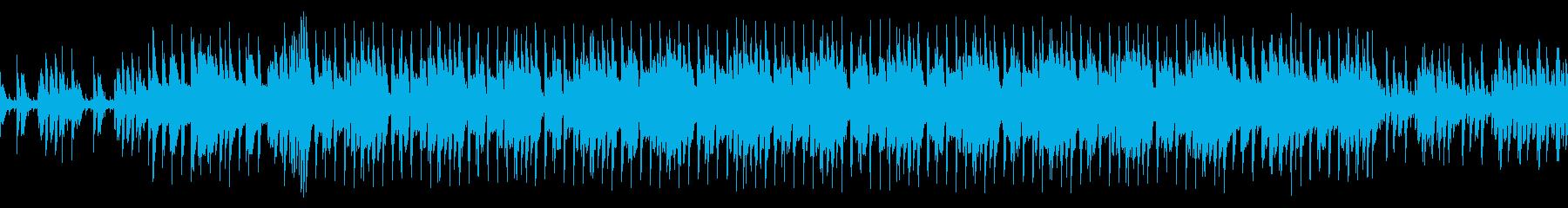 ハウスビートとピアノの緊張感のあるループの再生済みの波形