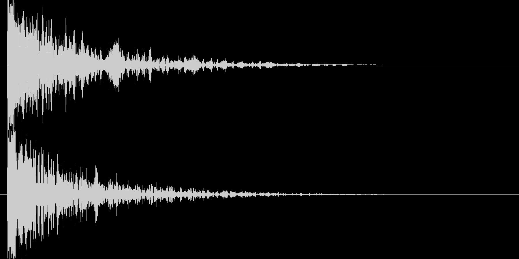 高音のアタック音と低音の余韻の未再生の波形