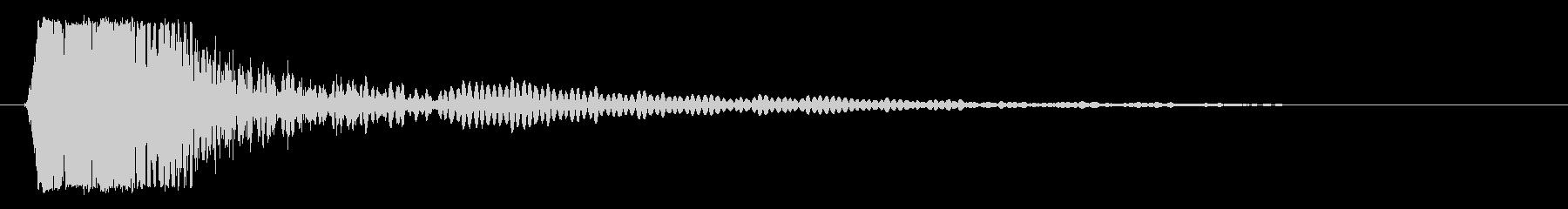 ビシッという強いスネア音の未再生の波形