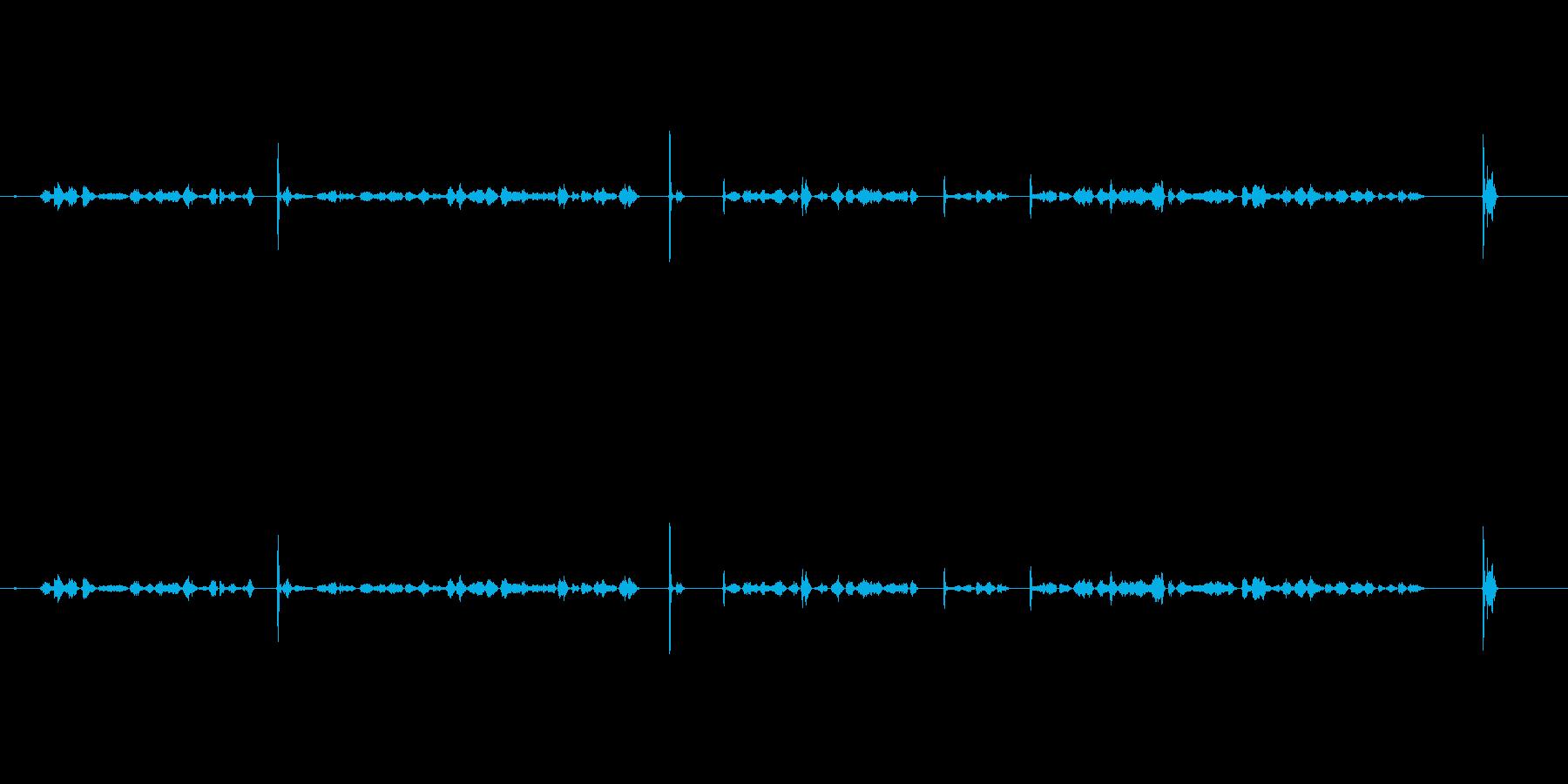 カキカキ(鉛筆で文字を書く音)木の板Cuの再生済みの波形