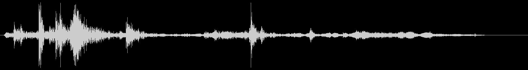 ガラッバタンという低い音の未再生の波形
