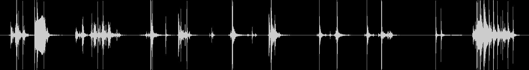 ピストルに弾を込める風な音の未再生の波形