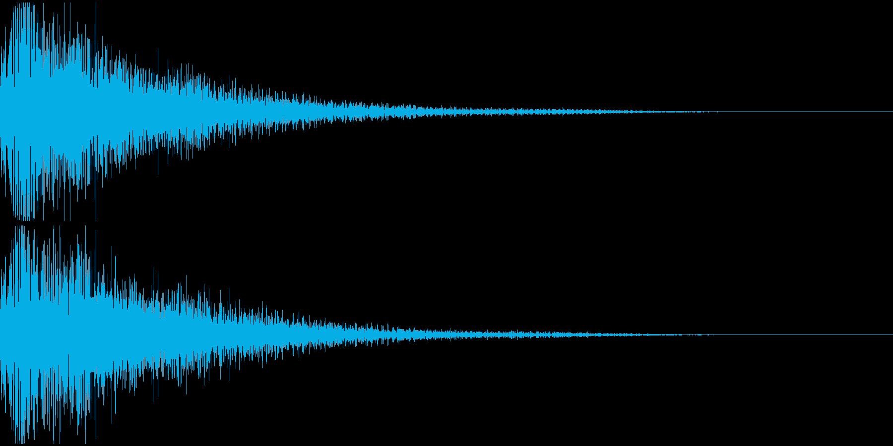 遠くでなる大きな爆発音の再生済みの波形