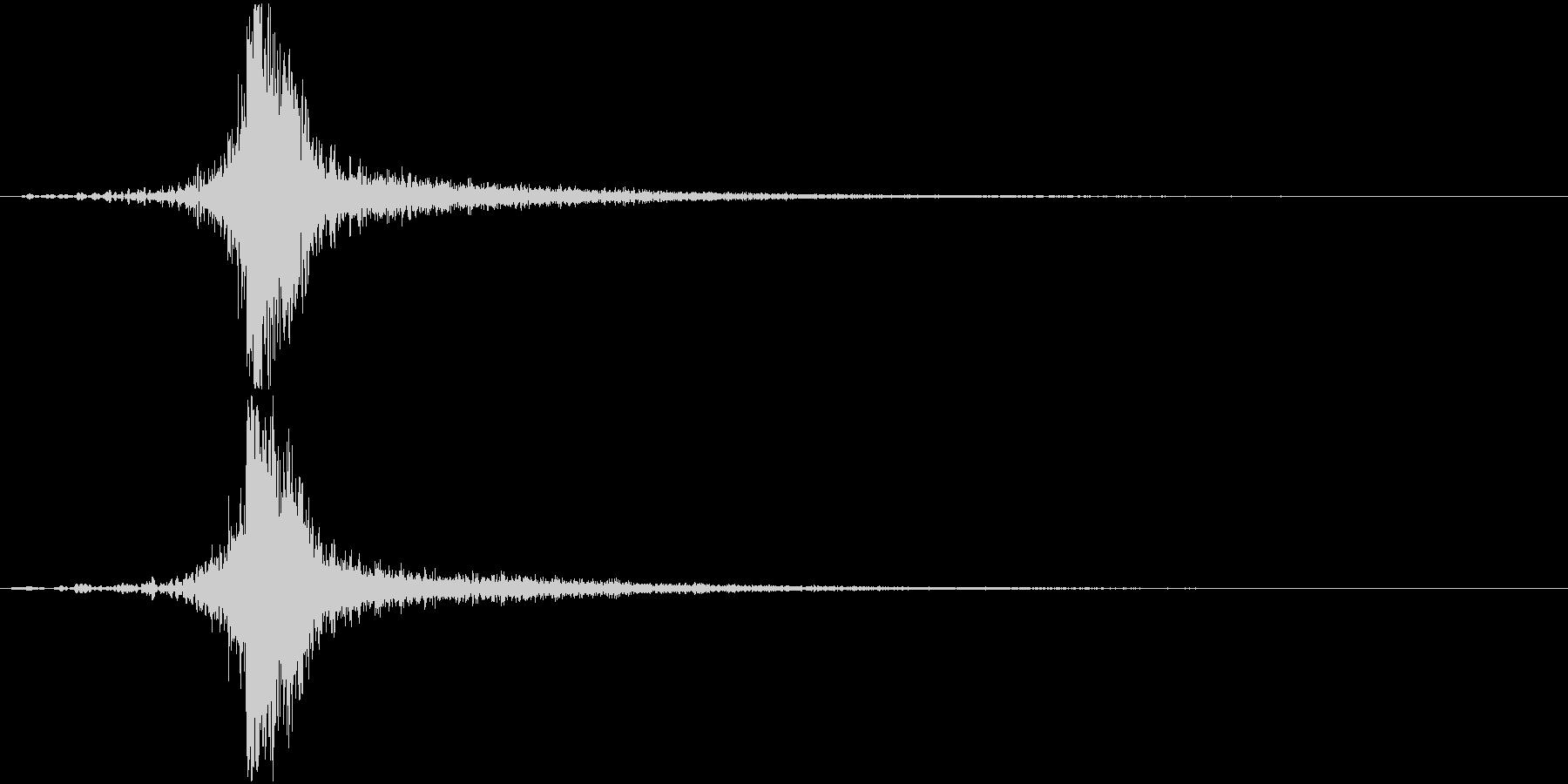 打撃系で余韻にうっすらフォンフォンとの未再生の波形