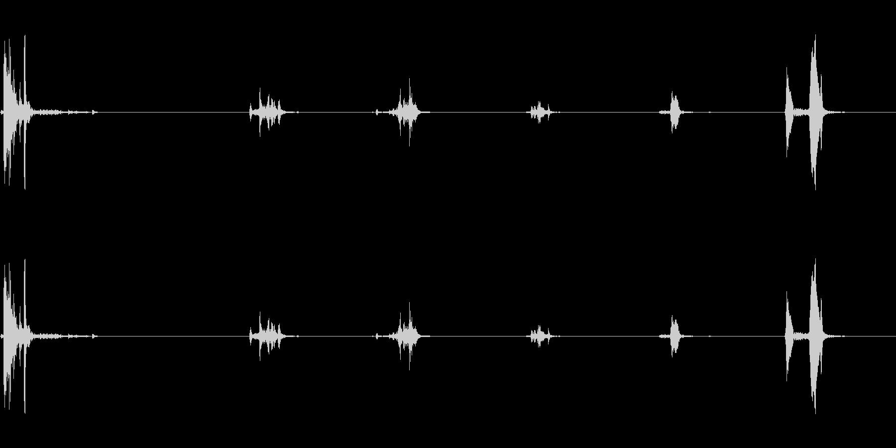 キュッキュッ(小さめの水筒を閉める音)1の未再生の波形