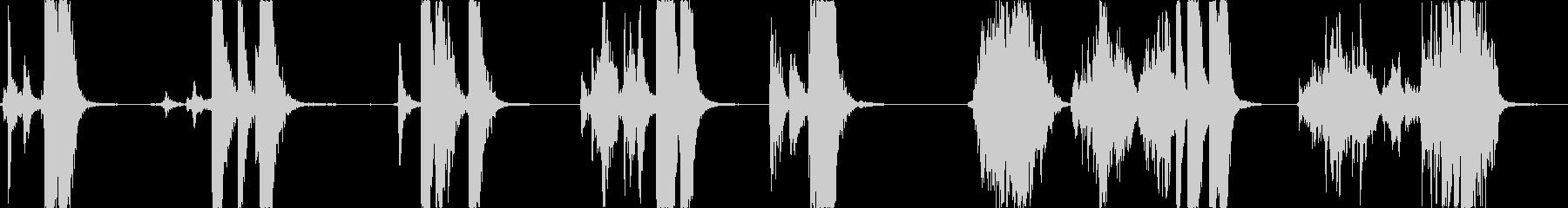 メタルソーセーパンの蓋:さまざまな...の未再生の波形