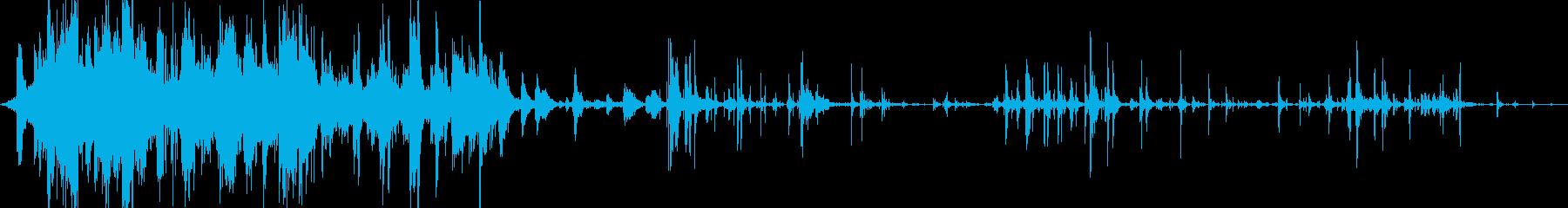 地震時の内部での破片の落下と衝突。の再生済みの波形