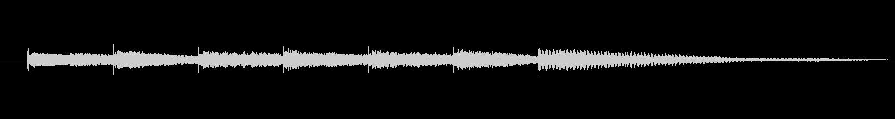 キラキラした透明感のあるオルゴールベルの未再生の波形