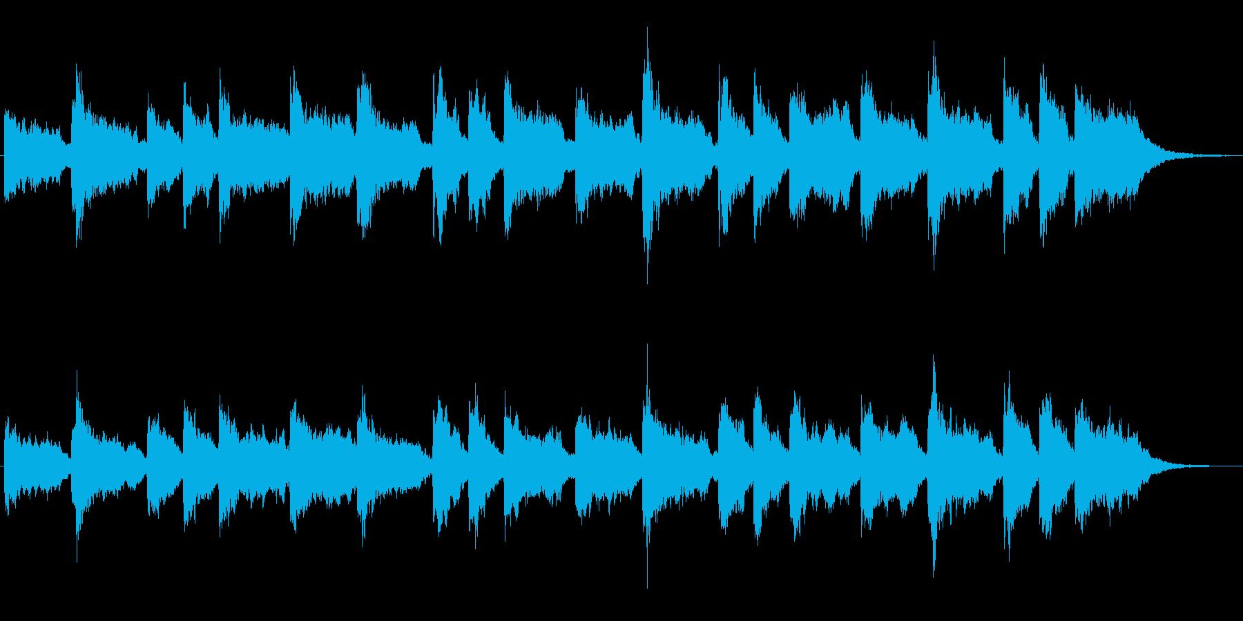 シンセとオルガンによる堂々としたジングルの再生済みの波形
