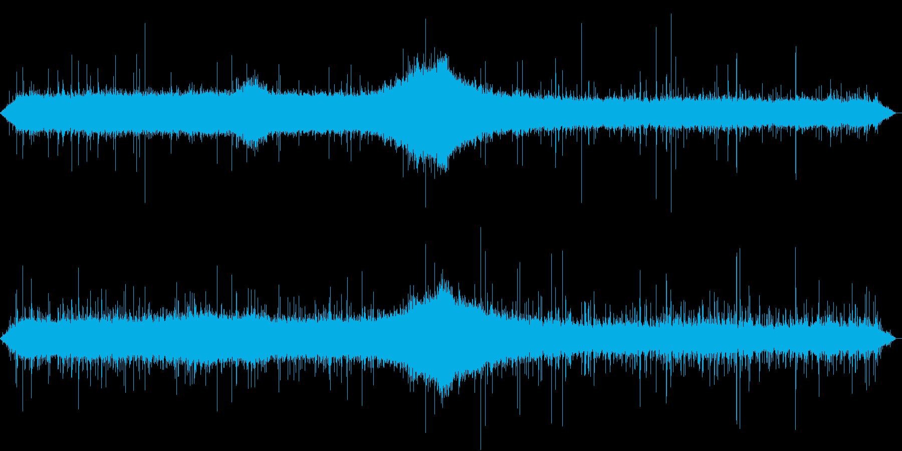 【生録音】軒下で聴く幻想的な雨の音 2の再生済みの波形