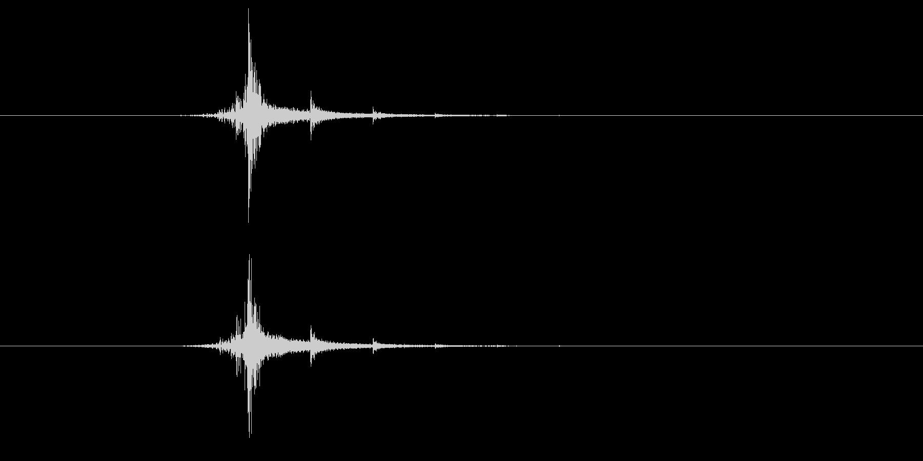 「バッシ-ン」強いビンタ 効果音ありの未再生の波形