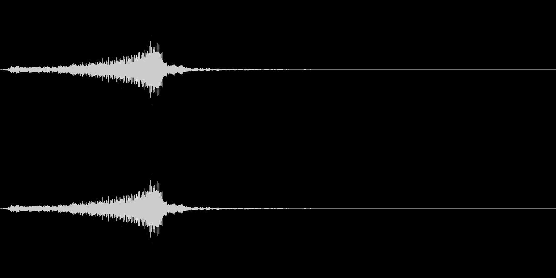 サッサッ(ほうきで掃く音)の未再生の波形