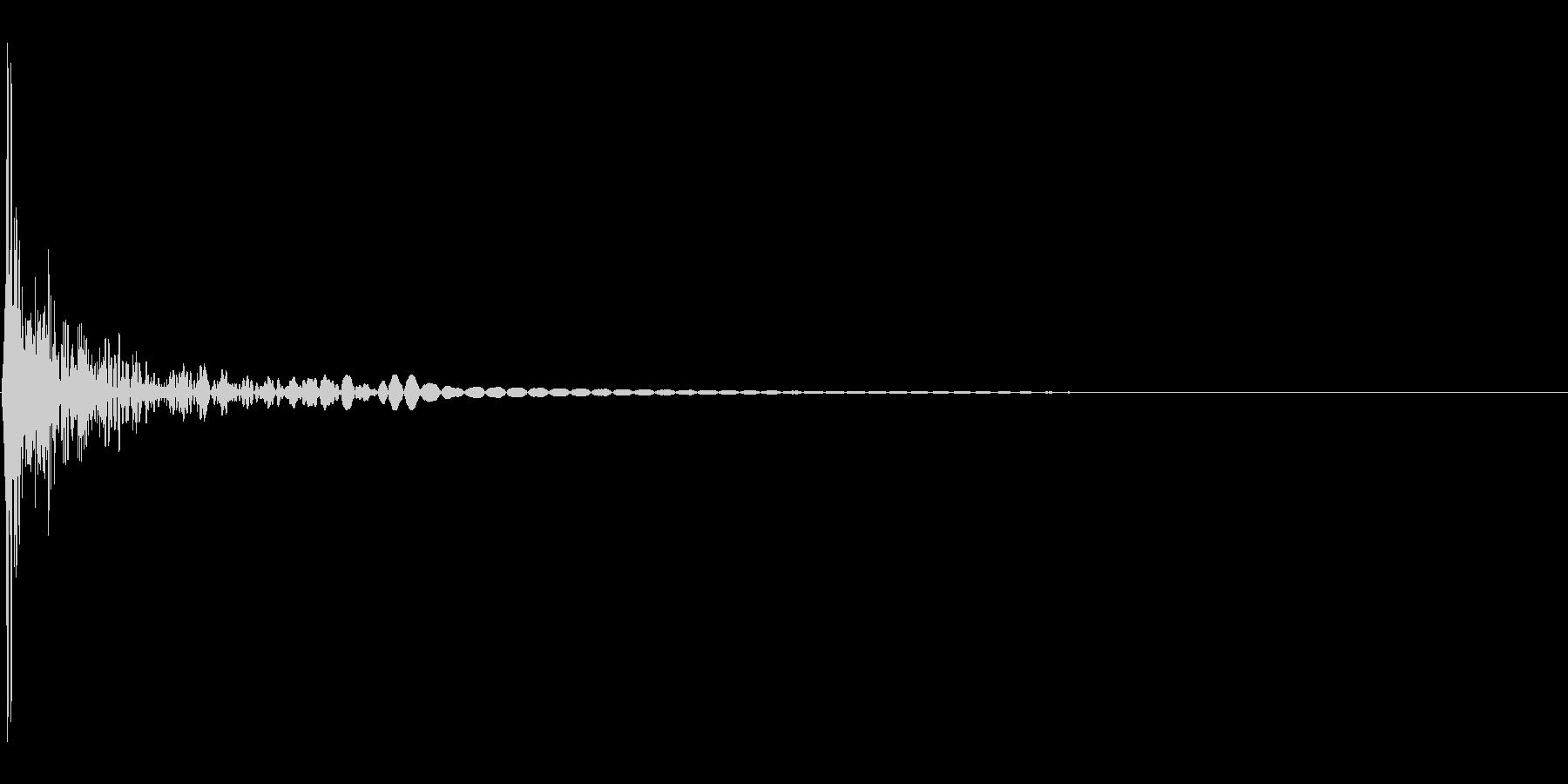 木材的なクリック音。「コッ」の未再生の波形